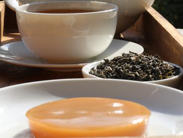 China Chun Mee Tee und Kombucha. Welcher Tee ist der Richtige zur Herstellung von Kombucha? Diese Frage beantworten wir Ihnen hier - erfahren Sie welche Teesorte sich am besten für Ihren Kombuchapilz (Teepilz, Tibi) eignet, wie einfach die Herstellung ist sowie wie die Wirkung des Tee auf Kombucha ist. Egal ob Schwarzer Tee, Grüner Tee, Mate-Tee, Gelber Tee, Darjeeling, Weißer Tee oder Pu-Erh-Tee - wir liefern Ihnen alle Informationen, die Sie im Umgang der Teesorten und Kombucha brauchen.